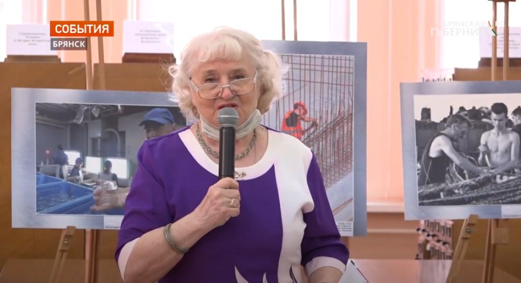Флешмоб ко Дню Победы провели сотрудники Брянской областной библиотеки имени Тютчева// ТК Брянская губерния (11 мая 2021)