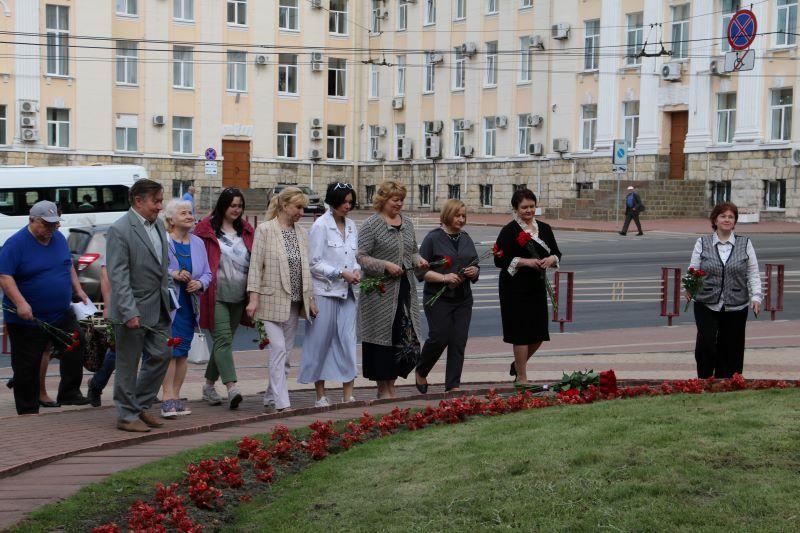 Возложение цветов к памятнику Ф. И. Тютчеву и поэтическая перекличка